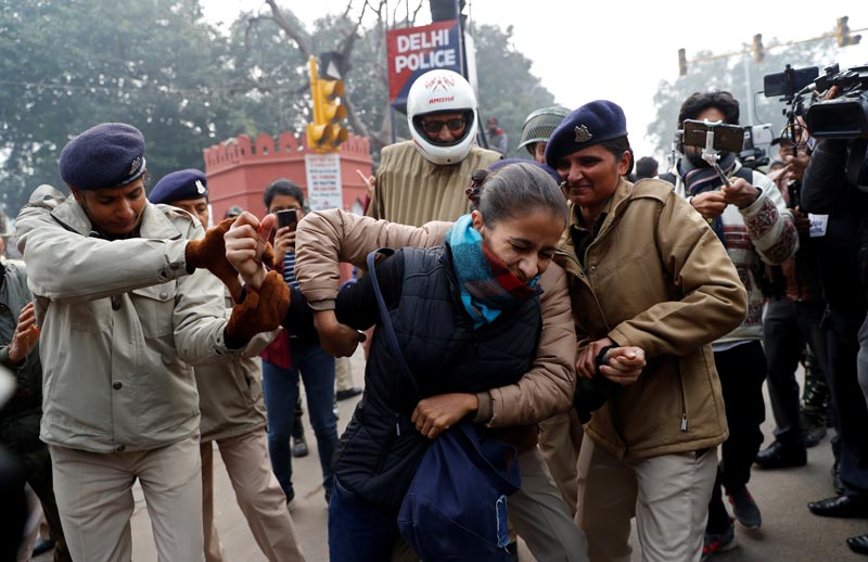 A demonstrator is detained during a protest against a new citizenship law, in Delhi, India, December 19, 2019. Photo: Reuters