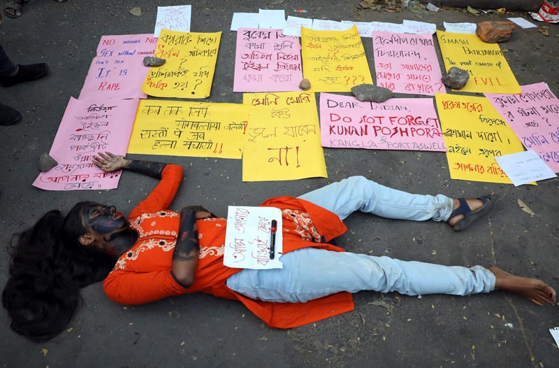 A student lies on the ground as she plays dead during a protest against the alleged rape and murder of a 27-year-old woman, in Kolkata, India, December 2, 2019. Photo: Reuters