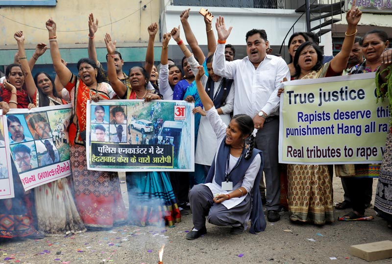 People shout slogans as they celebrate after police shot dead four men suspected of raping and killing a 27-year-old veterinarian in Telangana, in a residential area in Ahmedabad, India, December 6, 2019. Photo: Reuters