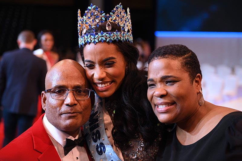 Newly crowned Miss World 2019 Miss Jamaica Toni-Ann Singh (centre) poses for a photograph with her father and her mother during the Miss World Final 2019 at the Excel arena in east London on December 14, 2019. Photo: DANIEL LEAL-OLIVAS via AFP