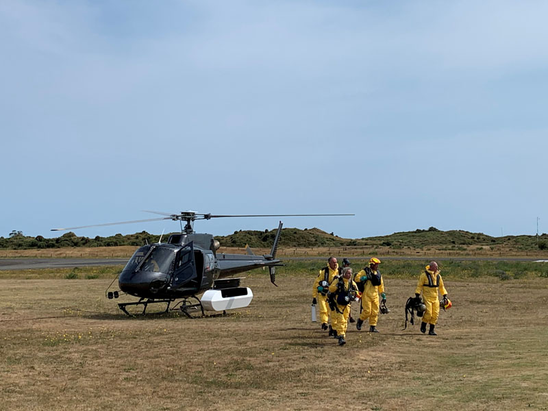 New Zealand Police Search and Rescue and Disaster Victim Identification staff return to Whakatane Airport after conducting a search for bodies in the aftermath of the eruption of White Island volcano, which is also known by its Maori name Whakaari, December 15, 2019. Photo: Reuters
