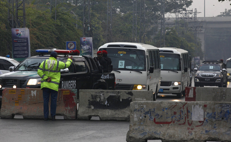 Police commandos escort vehicles carrying the Sri Lankan cricket team as they arrive at the Pindi stadium for the first cricket test match between Pakistan and Sri Lanka in Rawalpindi, Pakistan, Wednesday, December 11, 2019. Photo: AP