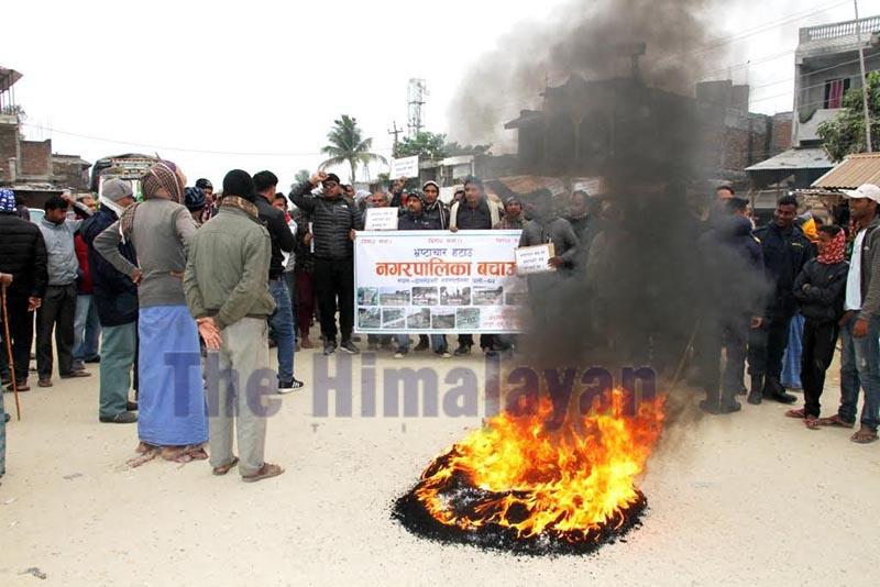 Local youths burning a tyre to protest irregularities in Dakneshwori Municipality in Pato Bazaar, Saptari, on Wednesday. Photo: THT