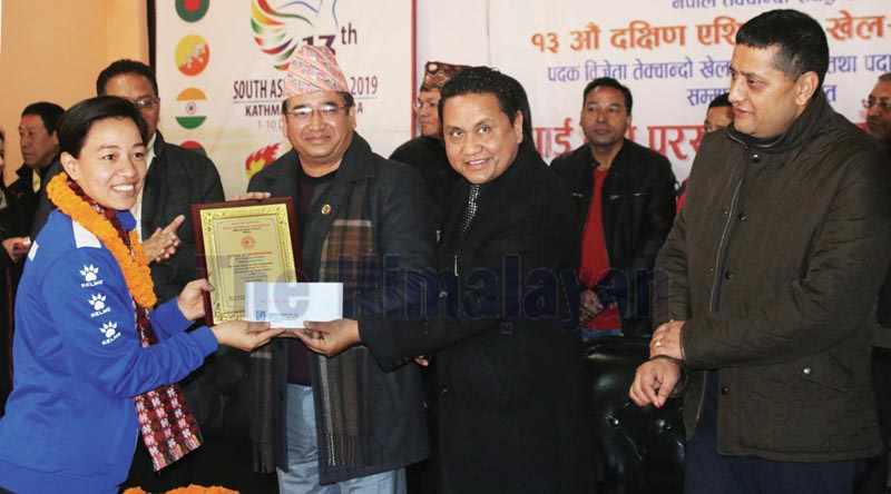Sumeru Group President Bharat Maharjan handing over letter of appreciation and cheque to Ayasha Shakya during a felicitation programme in Lalitpur on Saturday, December 14, 2019. Photo: THT