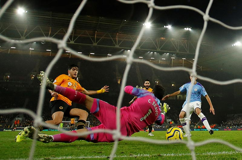 Wolverhampton Wanderers' Raul Jimenez scores their second goal against Manchester City in English Premier League football at Molineux Stadium, Wolverhampton, on December 27, 2019. Photo: Reuters