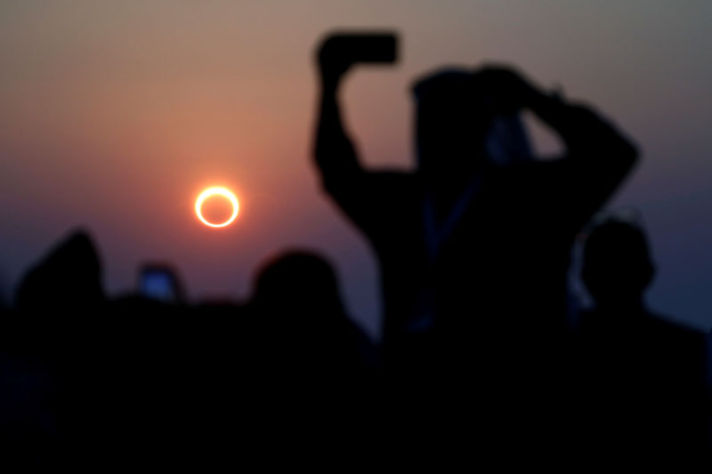 People take photos with their smartphones as they monitor the annular solar eclipse on Jabal Arba (Four Mountains) in Hofuf, in the Eastern Province of Saudi Arabia, December 26, 2019. Photo: Reuters