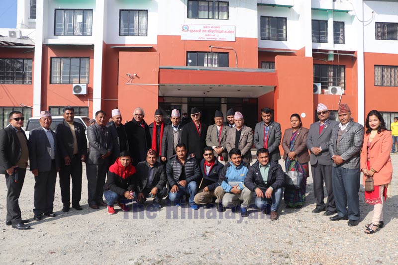 Province 3 Chief Minister Dormani Poudel, along with a team led by Gandaki Province Speaker Netranath Adhikari, posing for a group photo in Hetauda, on Tuesday, December 24, 2019. Photo: Prakash Dahal/THT