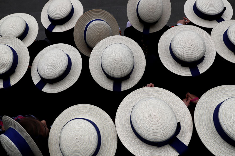 Pupils wearing boater hats as part of their school uniform pose for a group picture outside the V & A museum in London, Britain May 9, 2017.  REUTERS/Stefan Wermuth - RC1DF74E90C0