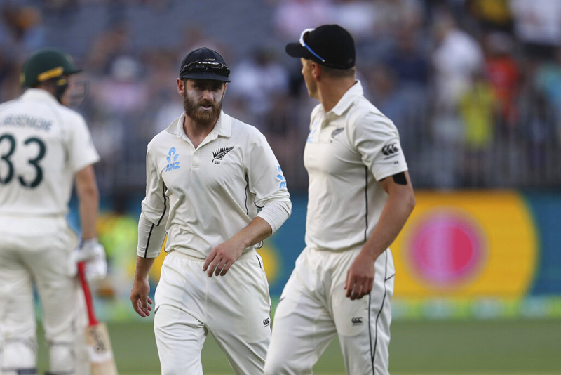 New Zealand's Kane Williamson, left, talks to bowler Neil Wagner during play in their cricket test in Perth, Australia, Saturday, December 14, 2019. Photo: AP