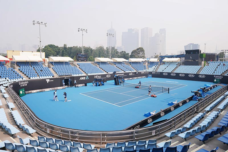 A general view is seen with the city skyline shrouded by smoke haze from bushfires during an Australian Open practice session at Melbourne Park in Melbourne, Australia, on January 14, 2020. Photo: AAP Image/Michael Dodge via Reuters