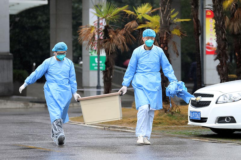 Medical staff carry a box as they walk at the Jinyintan hospital, where the patients with pneumonia caused by the new strain of coronavirus are being treated, in Wuhan, Hubei province, China, January 10, 2020. Photo: Reuters