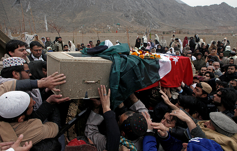 Relatives and neighbors reach out to carry the coffin of a police officer who was killed with others by a bomb blast in a mosque, during a funeral in Quetta, Pakistan January 11, 2020. Photo: Reuters