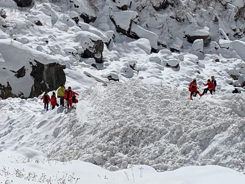Rescue operation being carried out to find those missing -- four South Korean trekkers and three Nepali guides -- after a route in the Annapurna trekking circuit was hit by avalanches. Photo Courtesy: Ngawa Ngima Sherpa