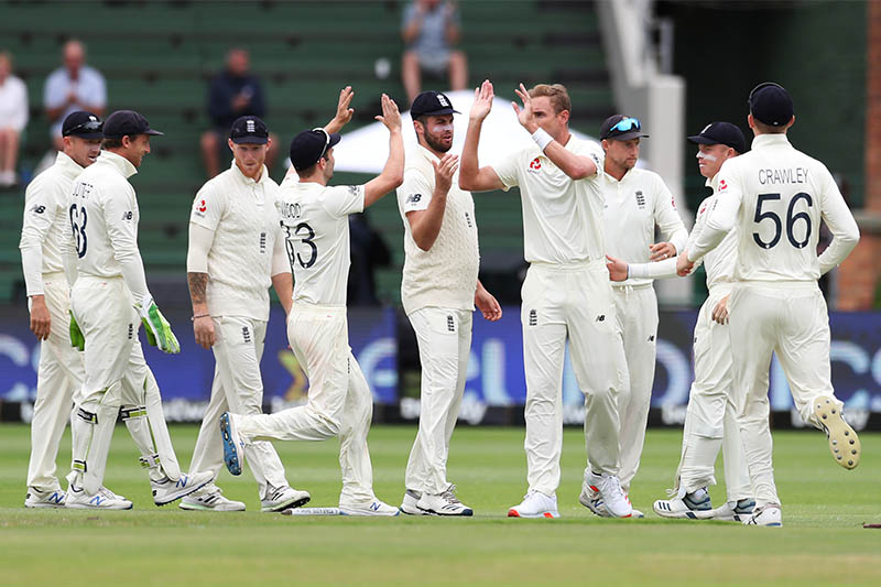 England's Stuart Broad celebrates taking the wicket of South Africa's Vernon Philander with teammates. Photo: Reuters