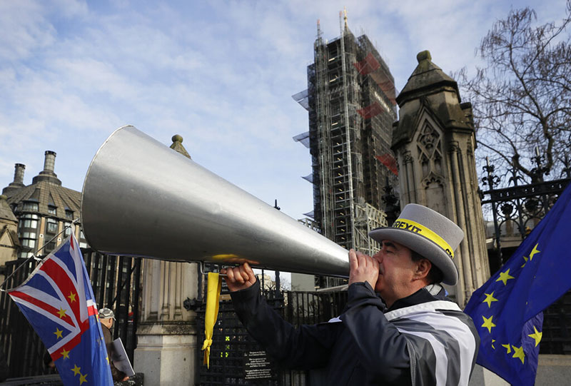 Anti Brexit campaigner Steve Bray demonstrates outside Parliament in London, Wednesday, January 15, 2020. Britain is due to leave the European Union on January 31. Photo: AP