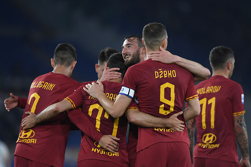 AS Roma's Henrikh Mkhitaryan celebrates scoring their second goal with Bryan Cristante and teammates during the  Serie A match between AS Roma and Lecce, at Stadio Olimpico, in Rome, Italy, on February 23, 2020. Photo: Reuters