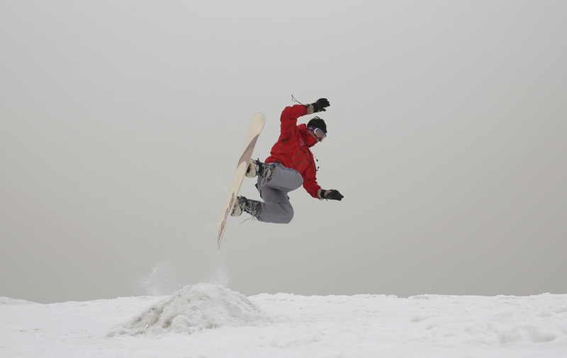 Mohammad Farzad, 20, a member of the Afghanistan Snowboarding Federation practices on the hillside known as Kohe Koregh, on the outskirts of Kabul, Afghanistan, Friday, Jan 24, 2020. Photo: AP