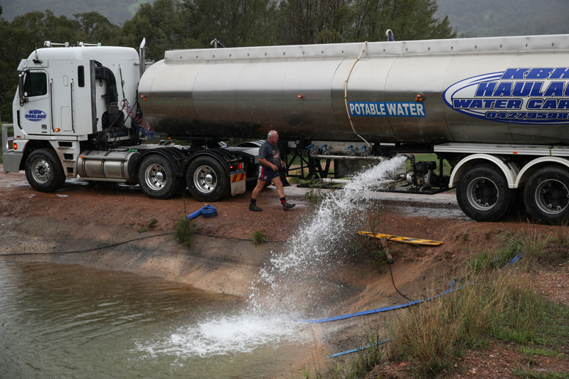 Peter Smith delivers water by truck to a holding pond in the drought-affected town of Murrurundi, New South Wales, Australia February 17, 2020. Picture taken February 17, 2020.  Photo: Reuters