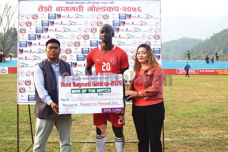 Prabhu JYCu2019s Adama Doumbia receiving the man-of-the-match award after third Bagmati Gold Cup match against Sankata Club in Hetauda, on Saturday. Photo: THT