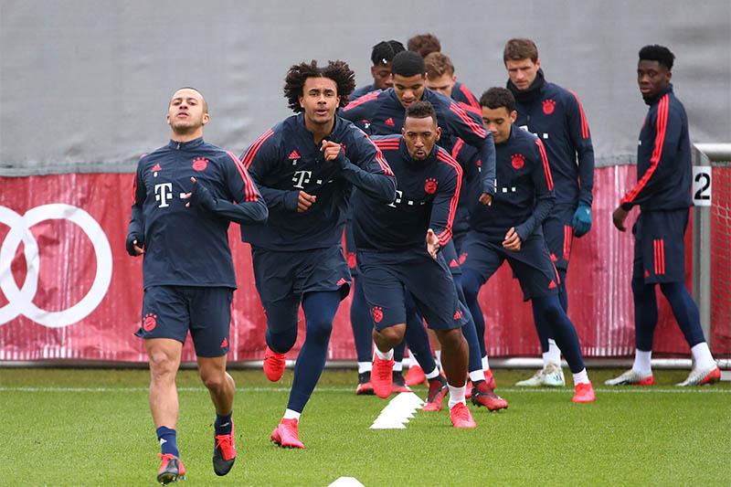 Bayern Munich's Joshua Zirkzee, Thiago and Jerome Boateng during training. Photo: Reuters