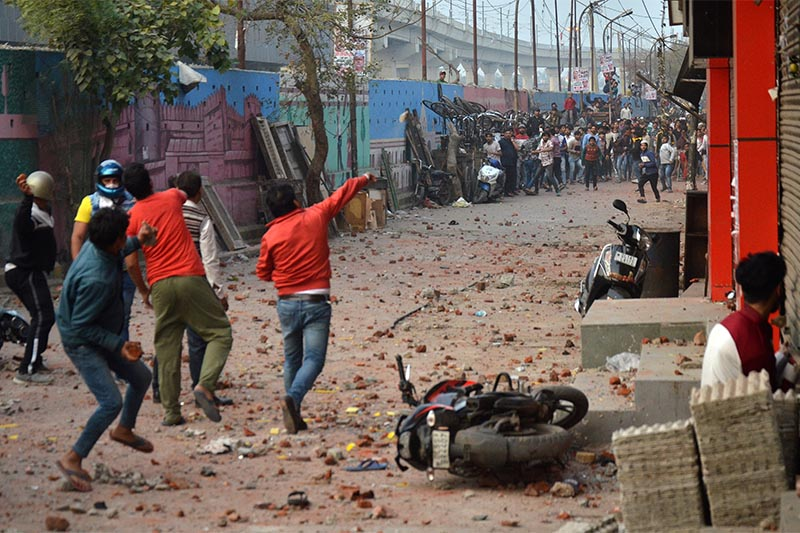 People supporting a new citizenship law and those opposing the law, throw stones at each other during a clash in Maujpur area of New Delhi, India, on February 23, 2020. Photo: Reuters