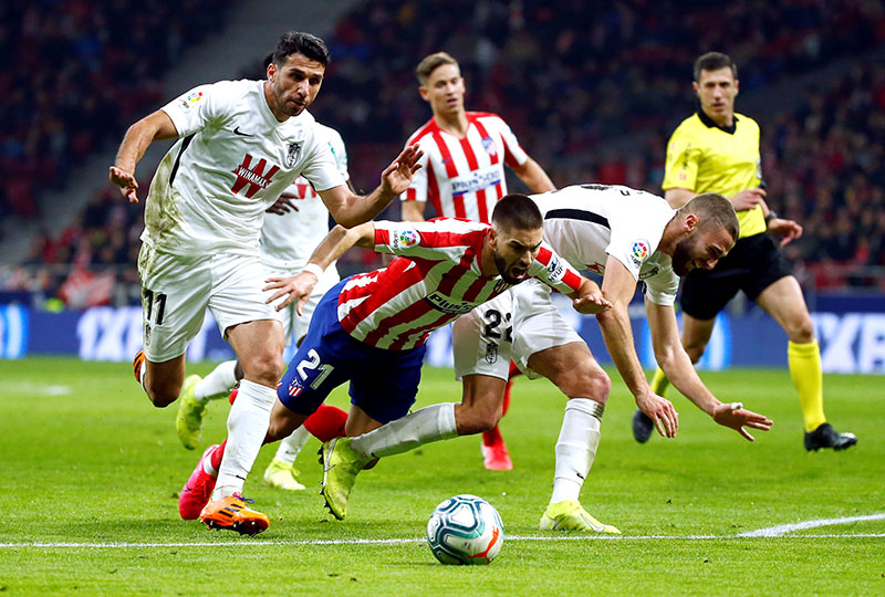 Atletico Madrid's Yannick Carrasco in action with Granada's Ismail Koybasi and Domingos Duarte during the La Liga Santander match between Atletico Madrid and Granada, at Wanda Metropolitano, in Madrid, Spain, on February 8, 2020. Photo: Reuters