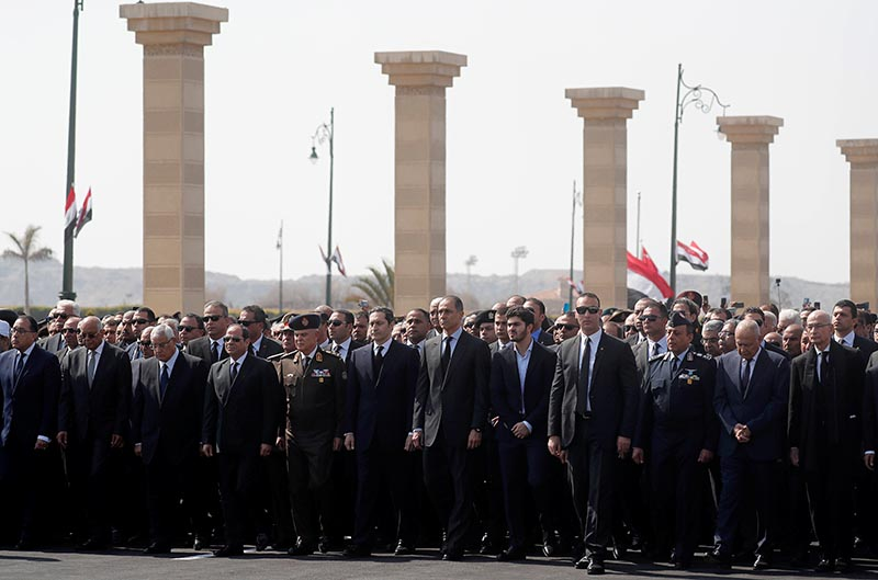 Egyptian President Abdel Fattah el-Sisi and sons of former Egyptian President Hosni Mubarak, Alaa and Gamal, attend the funeral of Mubarak east of Cairo, Egypt February 26, 2020. Photo:Reuters