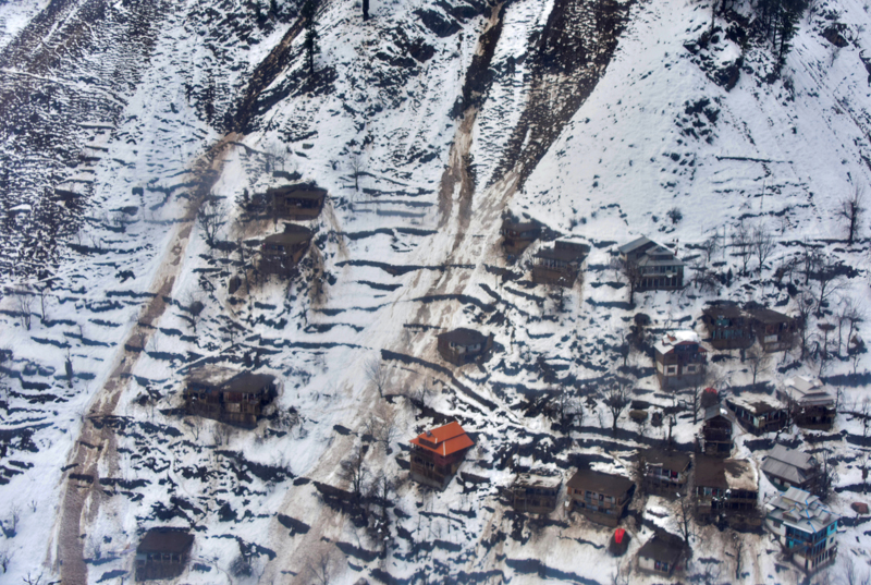 General view of a residential area with snow-covered mountains after a heavy snowfall in Neelum Valley near line of control (LoC), Pakistan, January 16, 2020. Photo: Reuters