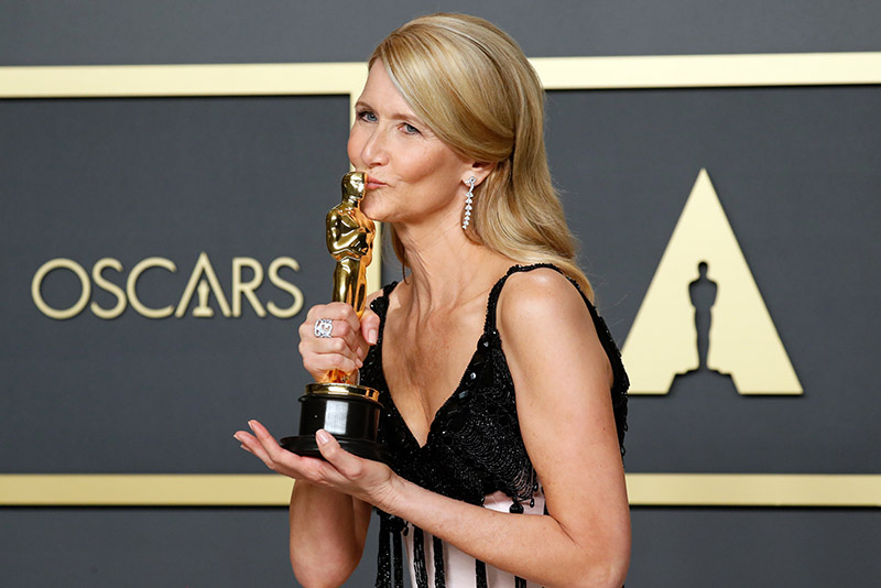 Laura Dern poses with the Oscar for Best Supporting Actress in a ``Marriage Story'' in the photo room at the 92nd Academy Awards in Hollywood, Los Angeles, California, US, February 9, 2020. Photo: Reuters