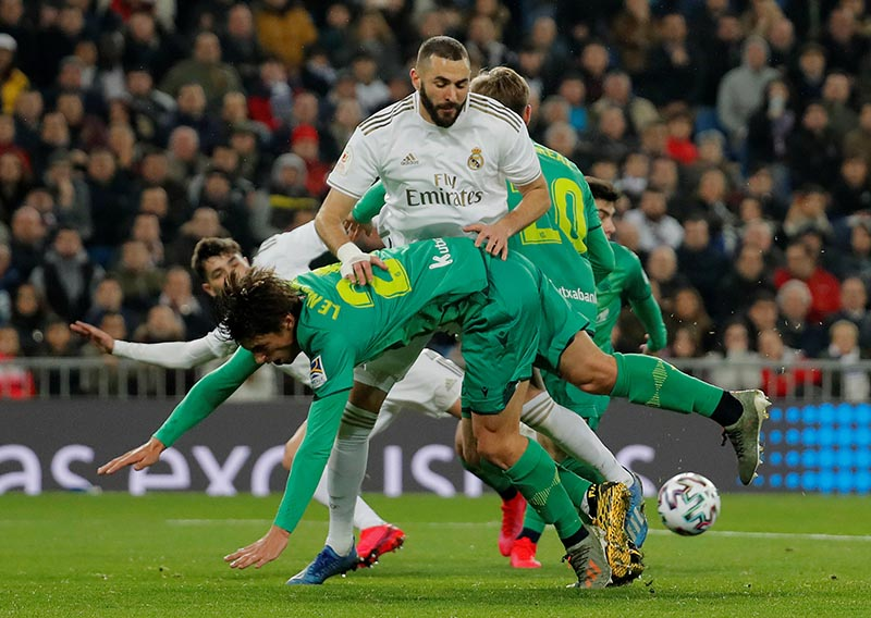 Real Sociedad's Robin Le Normand in action with Real Madrid's Karim Benzema during their Copa del Rey match  at Santiago Bernabeu, in Madrid, Spain, on February 6, 2020. Photo: Reuters