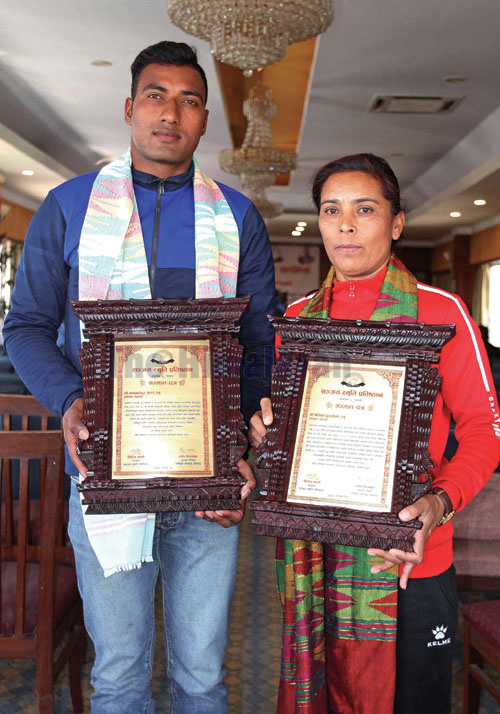Chandra Bahadur Kunwar (left) and Binita Budathoki take photo with letter of felicition during the felicitation program of Sanjay Memorial Foundation at New Baneshowr in Kathmandu on Thursday. Photo: THT