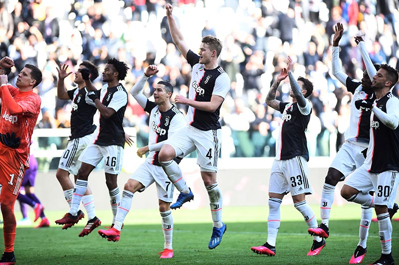 Juventus' Matthijs de Ligt, Cristiano Ronaldo and teammates celebrate in front of their fans after the Serie A match between Juventus and Fiorentina, at Allianz Stadium, in Turin, Italy, on February 2, 2020. Photo: Reuters