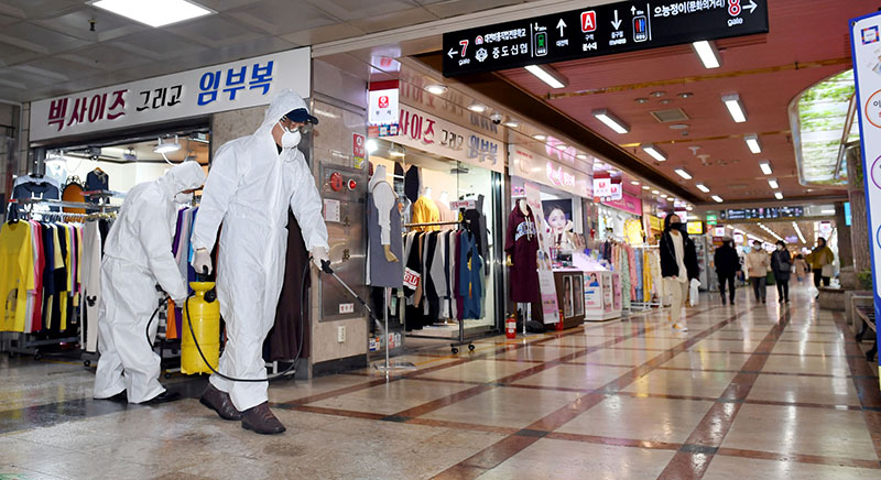 Employees from a disinfection service company sanitize the floor of a shopping center in Daejeon, South Korea, February 22, 2020. Photo: Yonhap via Reuters