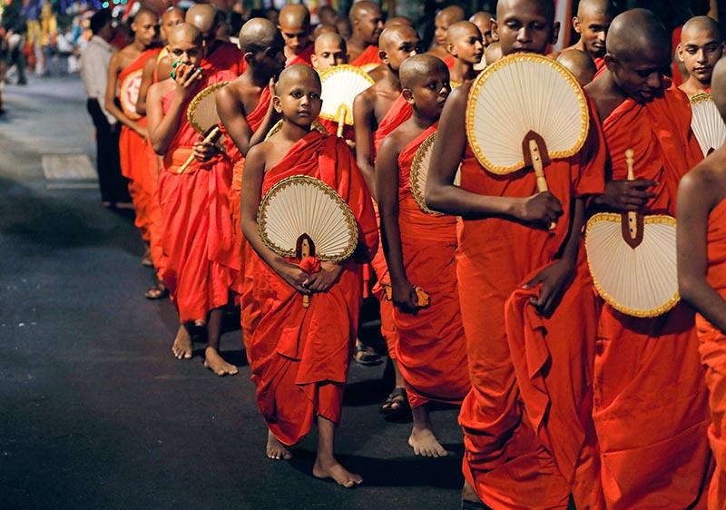 Buddhist monks walk during the annual Nawam Maha Perahera of Gangaramaya Buddhist temple in Colombo, Sri Lanka February 7, 2020. Photo: Reuters