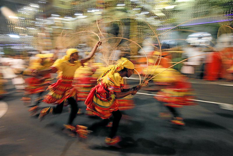 Sri Lankan traditional dancers perform during the annual Nawam Maha Perahera of Gangaramaya Buddhist temple in Colombo, Sri Lanka February 7, 2020. Photo: Reuters