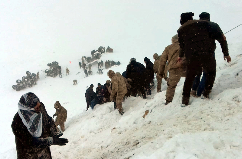 Turkish soldiers and locals try to rescue people trapped under avalanche in Bahcesaray in Van province, Turkey, February 5, 2020. Photo: Ihlas News Agency (IHA) via Reuters