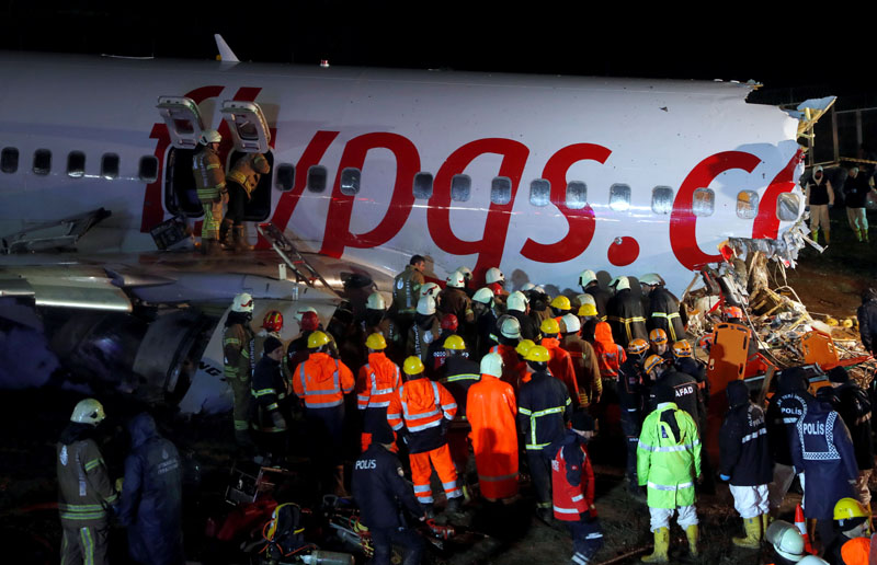 First responders work at the Pegasus Airlines Boeing 737-86J crash site, after the plane overran the runway during landing, at Istanbul's Sabiha Gokcen airport, Turkey February 5, 2020. Photo: Reuters