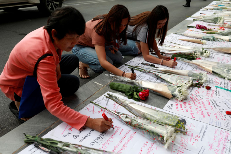 People leave flowers and written messages in front of Terminal 21 shopping mall after a shooting in Nakhon Ratchasima, Thailand February 10, 2020. Photo: Reuters