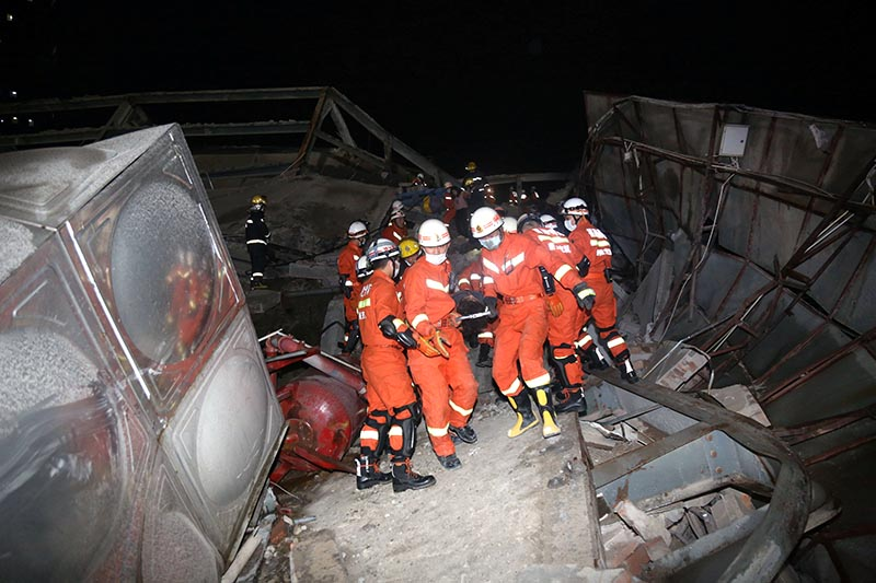 Rescue workers move casualty on the site where a hotel being used for the coronavirus quarantine collapsed, as the country is hit by the novel coronavirus, in the southeast Chinese port city of Quanzhou, Fujian province, China March 7, 2020. Picture taken March 7, 2020. Photo: Reuters