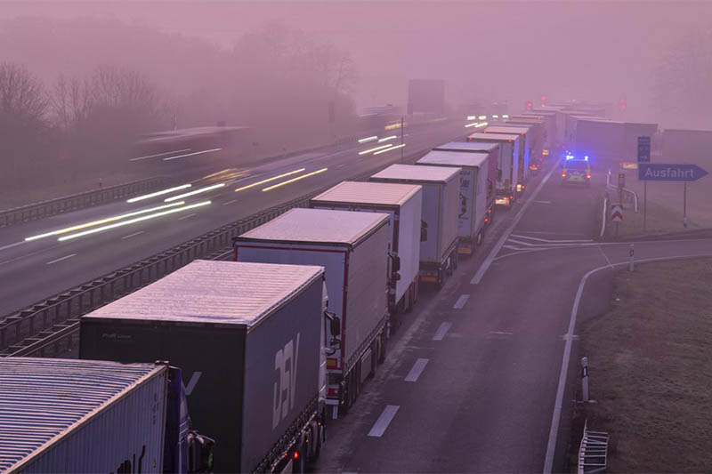 Trucks are jammed in the early morning on Autobahn 12 in front of the German-Polish border crossing near Frankfurt (Oder), Germany, Wednesday, March 18, 2020. Photo: AP