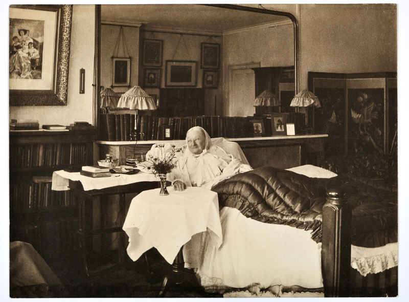 This photograph shows Florence Nightingale, 86, in bed at her London home in South Street, Mayfair, Britain in 1906. Photo: Elizabeth Bosanquet/FLORENCE NIGHTINGALE MUSEUM/Handout via Reuters