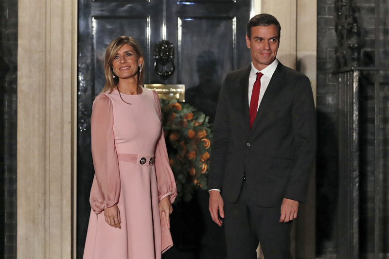 Spanish Prime Minister Pedro Sanchez and his wife Begona Gomez arrive at 10 Downing Street in London, Dec 3, 2019. Photo: AP/File