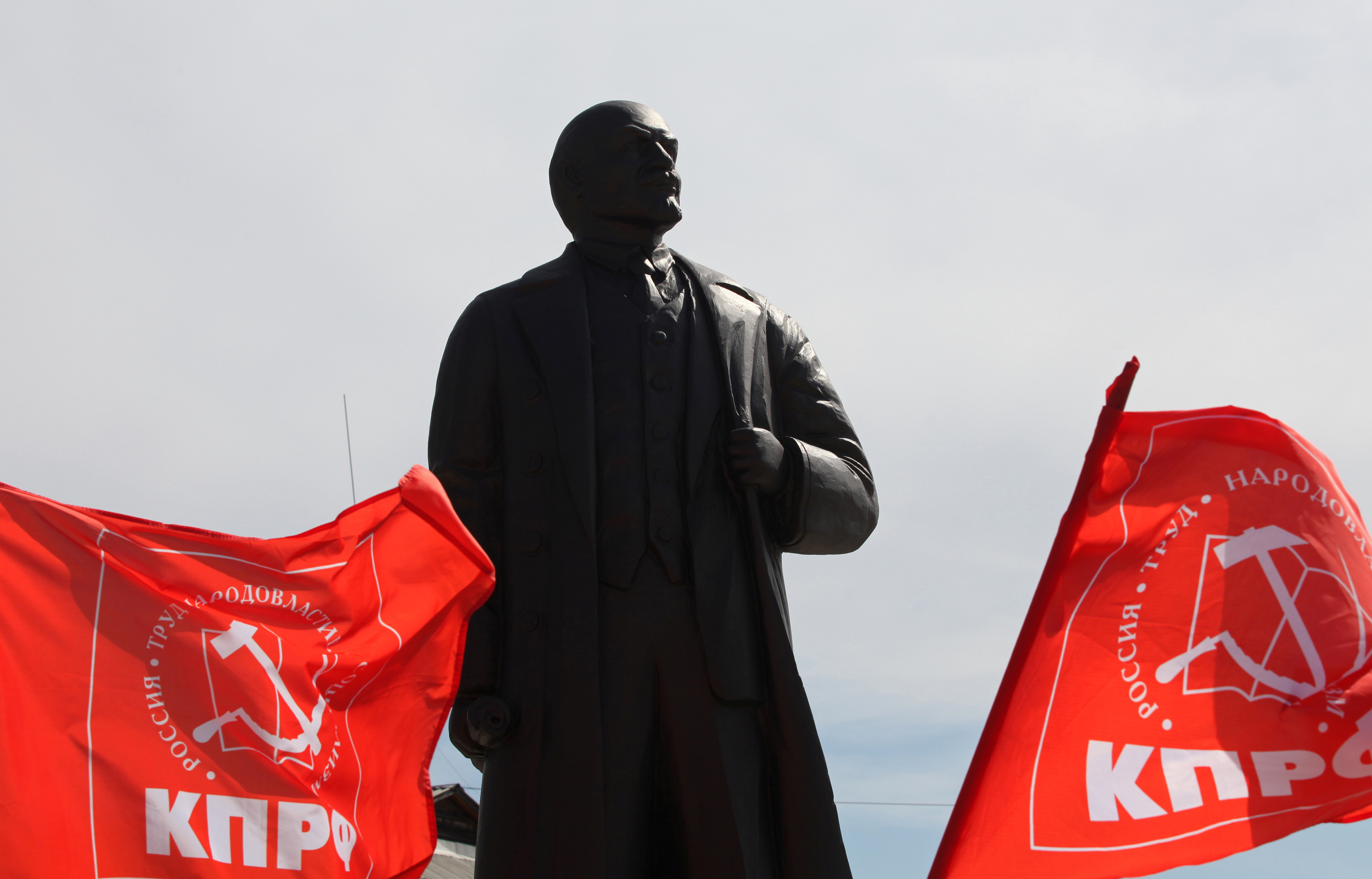 A view shows a monument to Soviet state founder Vladimir Lenin during an unveiling ceremony on the day of the 150th anniversary of his birth, amid the coronavirus disease (COVID-19) outbreak, in the town of Sayansk in Irkutsk region, Russia April 22, 2020. Photo: Reuters