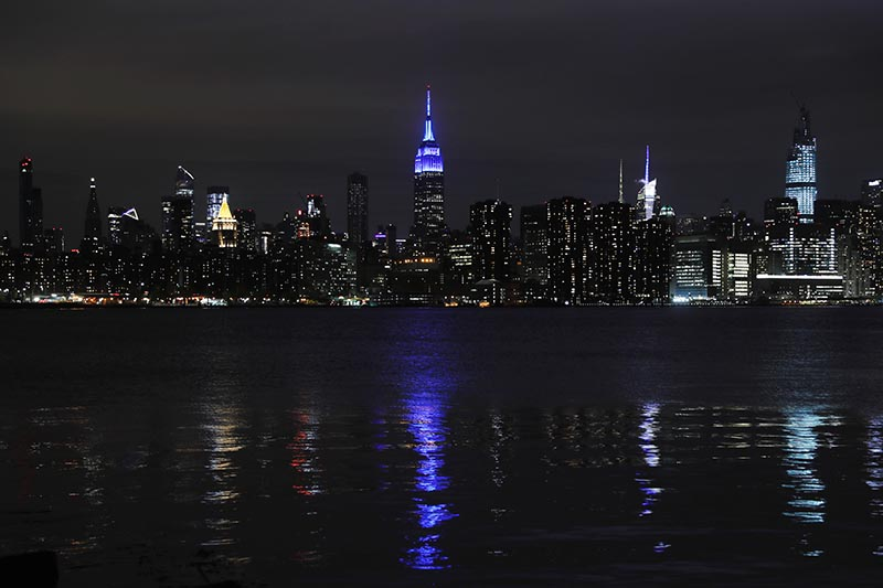 The Empire State Building is illuminated in blue to honor first responders and essential workers as the outbreak of the coronavirus disease (COVID-19) continues in the Manhattan borough of New York, US, April 29, 2020. Photo: Reuters