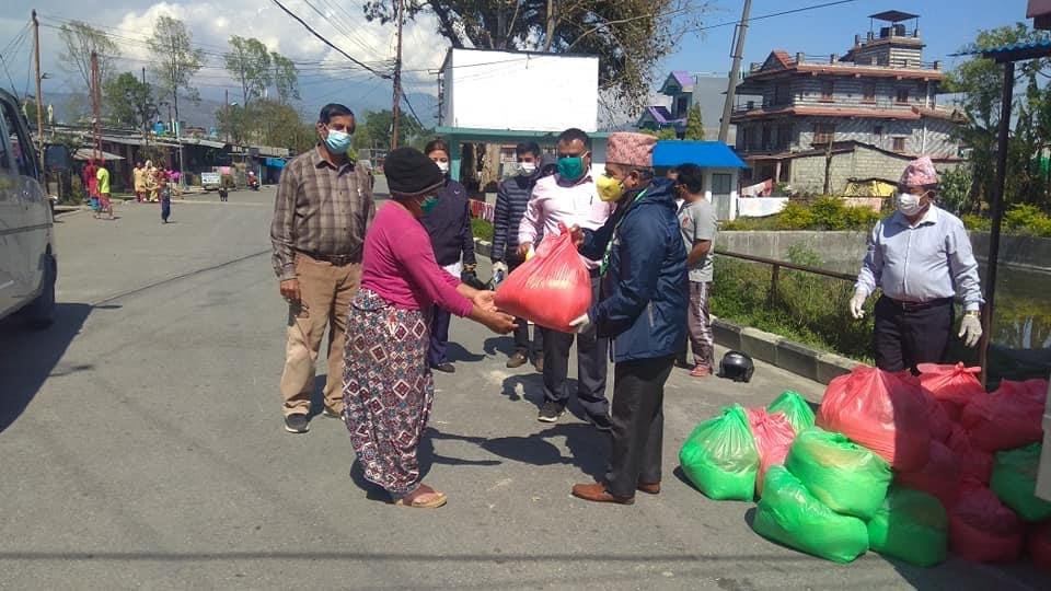 Ward Chair Prakash Paudel distributing food relief to the labourers in Pokhara Metropolitan City-15, on Friday, April 3, 2020. Photo: Rishi Ram Baral/ THT