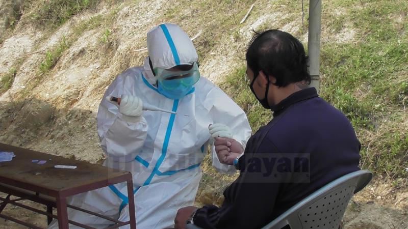 Rapid diagnostic test for coronavirus begins in Panchthar. Photo: Laxmi Gautam/THT
