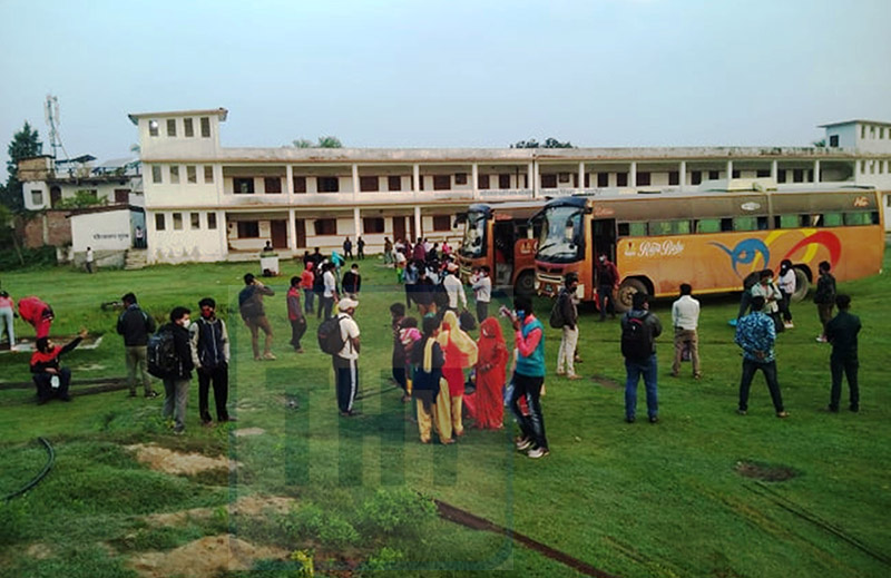 Locals that were stranded in Kathmandu are seing in the premise of Saraswati Secondary School quarantine facility in Durga Bhagawati Rural Municipality in Rautahat, on Friday, April 24, 2020. Photo: Prabhat Jha/ THT