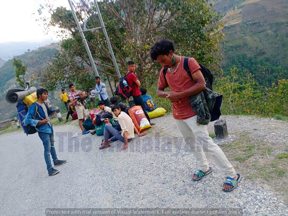 Youths heading to Kailali from Bajura district rest on the way, amid lockdown, on Wednesday, April 29, 2020. Photo: Prakash Singh/THT