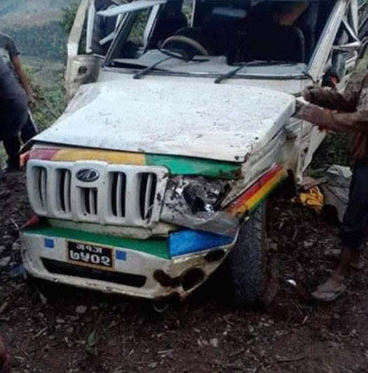 A views of jeep that fell below the road in Deurali of Ghiring Rural Municipality on Tanahun, on Monday, April 27, 2020. Photo: Madan Wagle/ THT