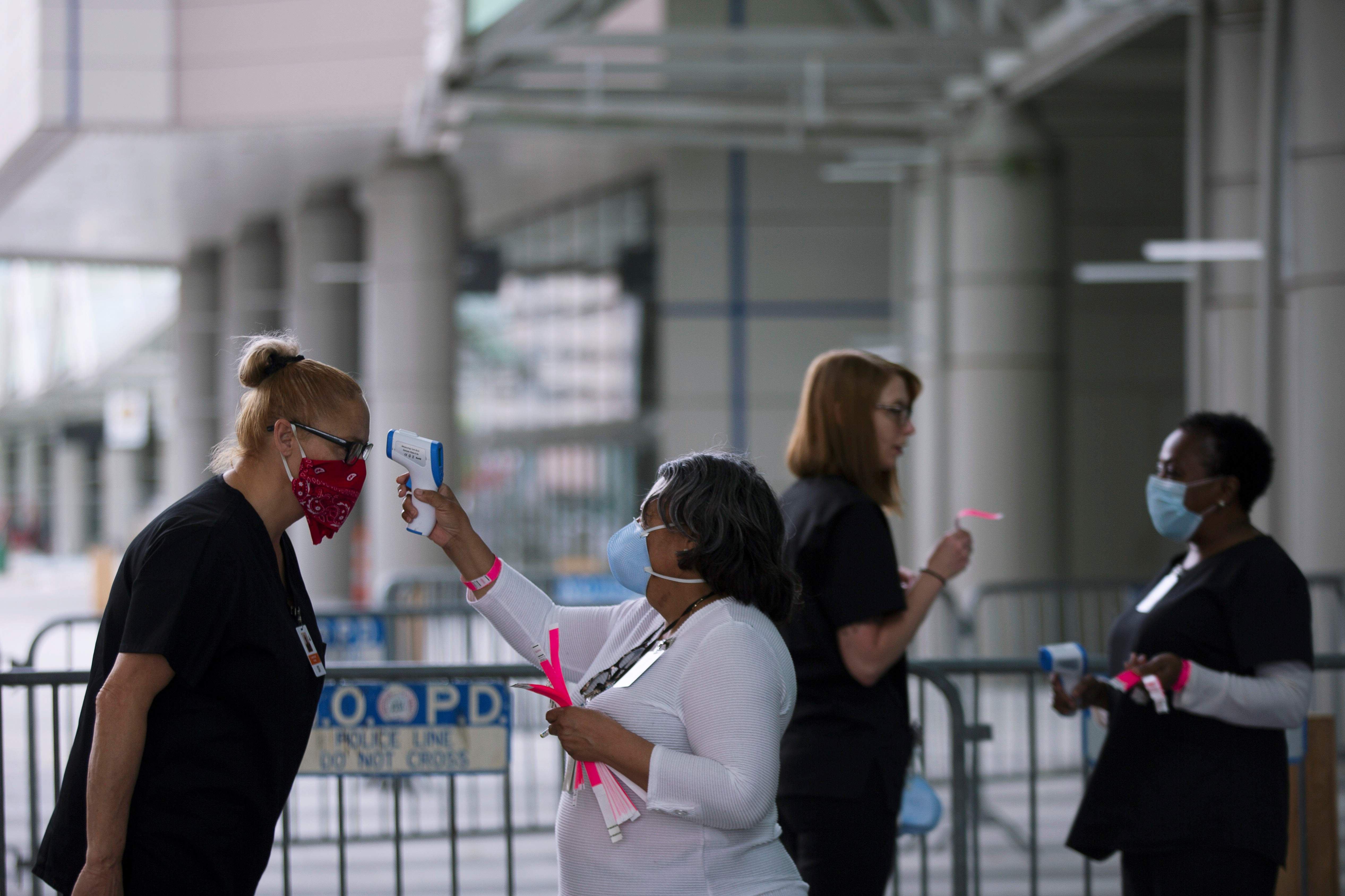Medical personnel take temperature as they prepare the Ernest N. Morial Convention Center for coronavirus disease (COVID-19) patients in New Orleans, Louisiana, US, on April 6, 2020. Photo: Reuters